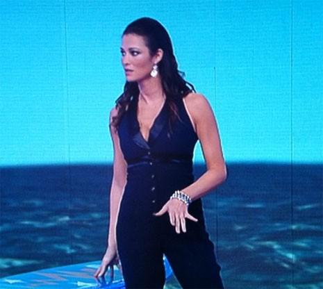 Manuela Arcuri a Paperissima, Canale 5, 26 Gennaio 2011 (abito Giò Guerrieri)