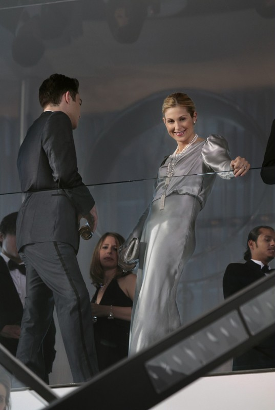 Chuck (Ed Westwick) e Lily (Kelly Rutherford) nell'episodio The Kids Are Not Alright di Gossip Girl