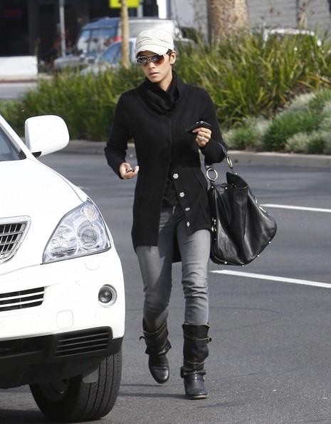 Halle Berry visita una scuola per la figlia a West Hollywood