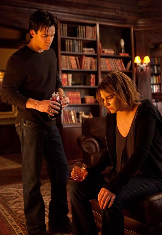 Ian Somerhalder e Lauren Cohan in una scena dell'episodio The Descent di Vampire Diaries