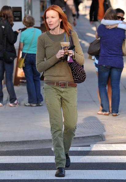 Marcia Cross con un caffè ghiacciato in Santa Monica