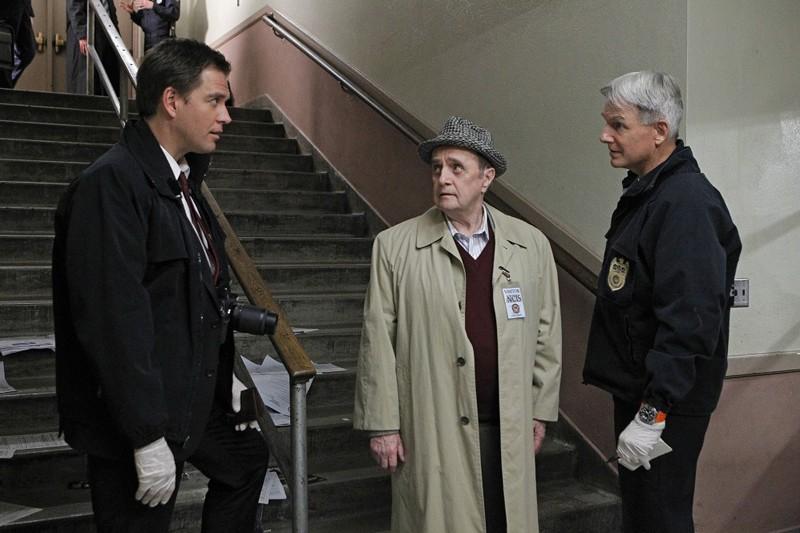 Mark Harmon, Bob Newhart, Michael Weatherly in un momento dell'episodio Recruited di NCIS