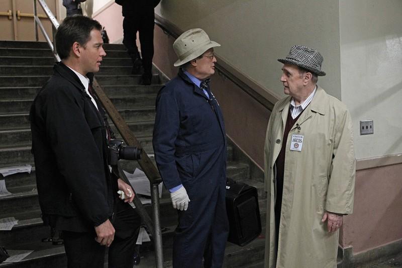 Michael Weatherly, David McCallum e Bob Newhart in una scena dell'episodio Recruited di NCIS