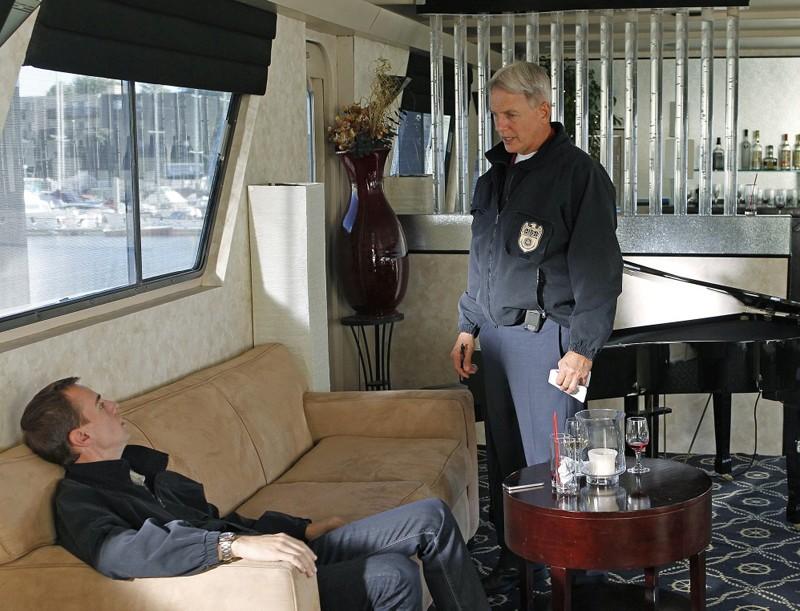 Sean Murray e Mark Harmon in un momento di Ships in the Night di NCIS
