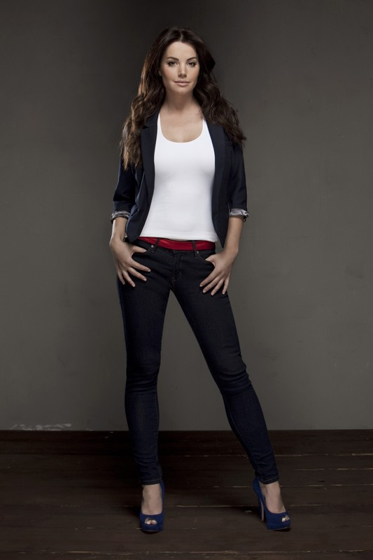 Una foto promozionale di Erica Durance per la stagione finale di Smallville