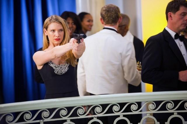 Anna Torv nell'episodio Concentrate and Ask Again di Fringe