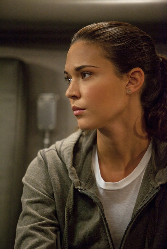 Annie (Odette Yustman) nell'episodio Scandalized di Brothers & Sisters