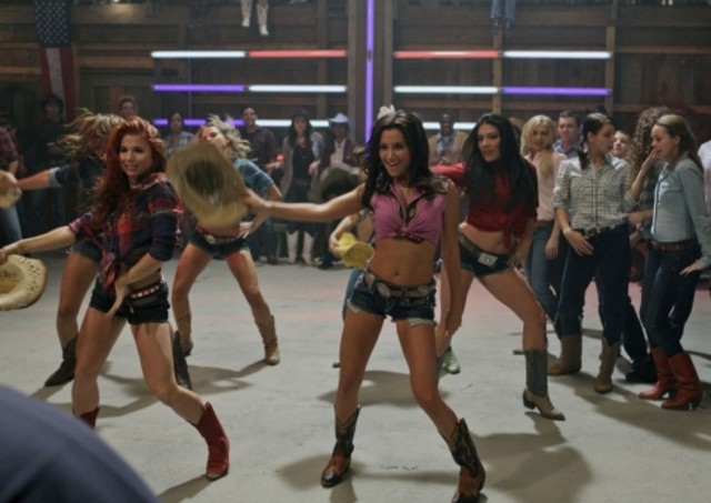 Ashley Tisdale in una scena dell'episodio Think Twice Before You Go di Hellcats