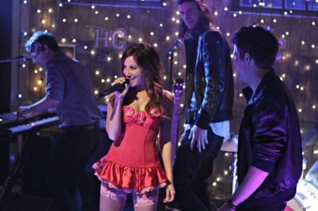 Ashley Tisdale in una scena dell'episodio Worried Baby Blues di Hellcats