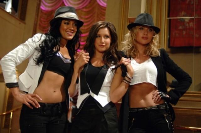 Heather Hemmens, Ashley Tisdale ed Aly Michalka in una scena dell'episodio Pledging My Love di Hellcats