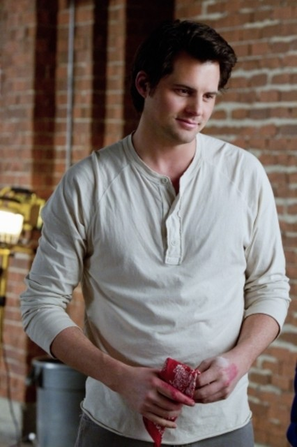 Kristoffer Polaha nell'episodio Affair Remembered di Life UneXpected