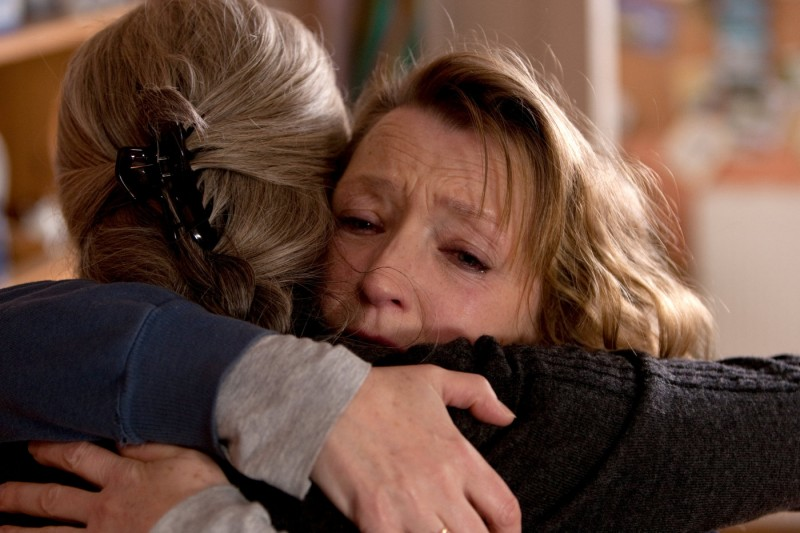 Lesley Manville in una scena drammatica del film Another Year
