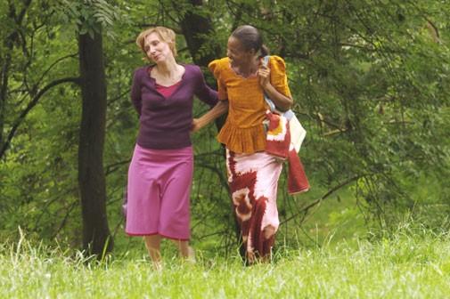 Nathalie Richard con Dorylia Calmel nel film Notre étrangère