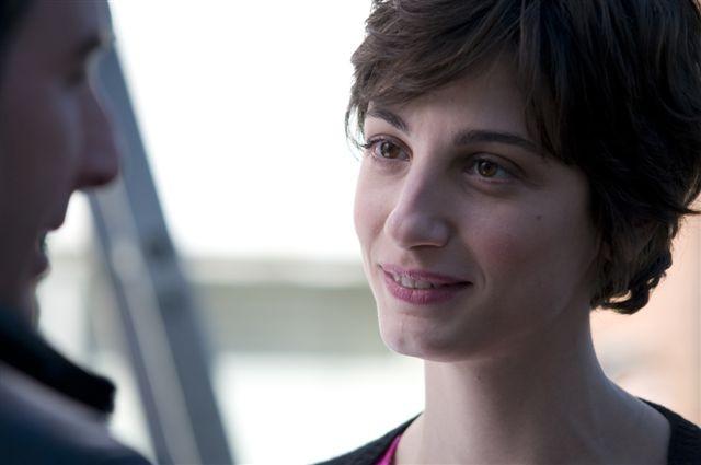 Primo piano di Francesca Inaudi dal film Femmine contro Maschi