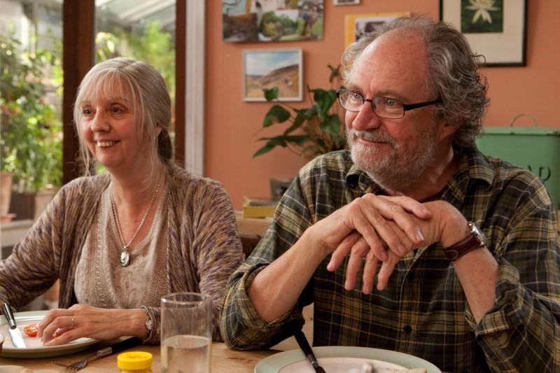Ruth Sheen e Jim Broadbent in una immagine del film Another Year