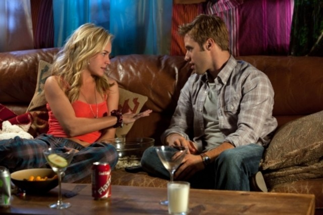 Shaun Sipos e Brittany Robertson nell'episodio Honeymoon Interrupted di Life UneXpected