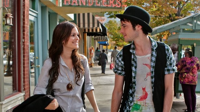 Rachel Bilson e Tom Sturridge in una immagine del film Waiting for Forever