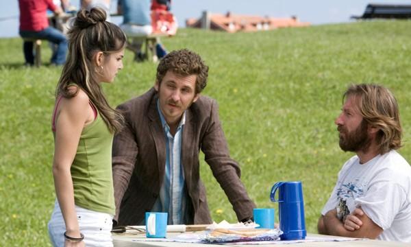 Raúl Arévalo con Inma Cuesta e Antonio de la Torre nel film Primos