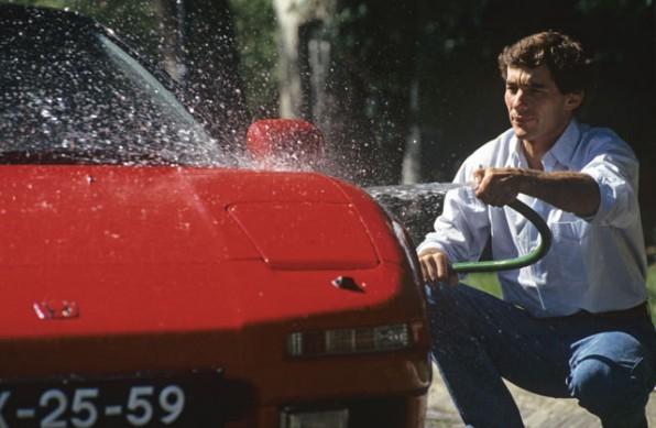 Ayrton Senna con la sua auto nel film Senna