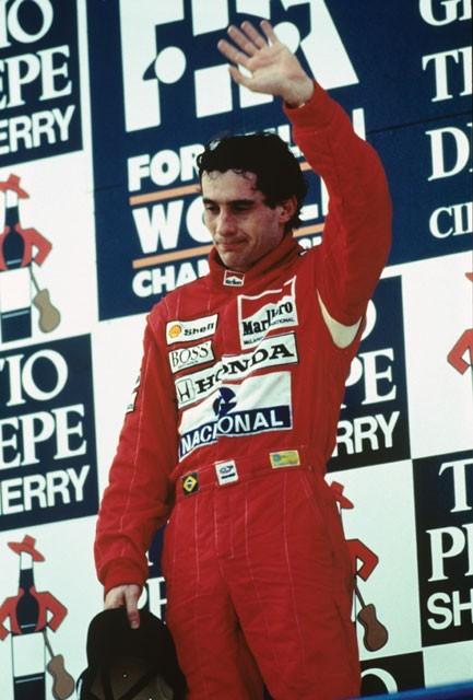 Un affaticato Ayrton Senna in un'immagine del film Senna
