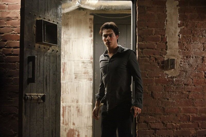 Damon (Ian Somerhalder) in una sequenza dell'episodio The Dinner Party di Vampire Diaries