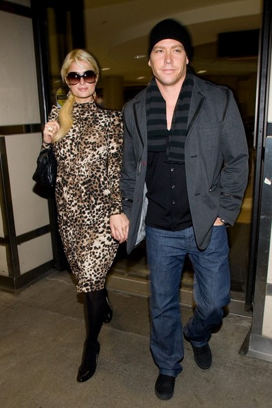 Paris Hilton e Waits Cy arrivano al Los Angeles International Airport