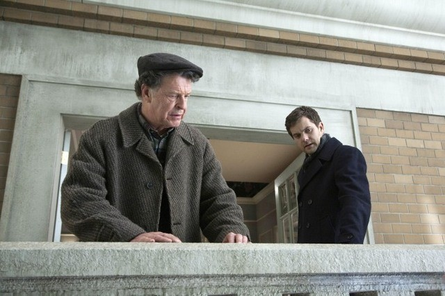 John Noble e Joshua Jackson nell'episodio 6B di Fringe