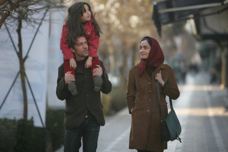 Rafi Pitts con Mitra Hajjar e Saba Yaghoobi in una scena del film Shekarchi (The Hunter)