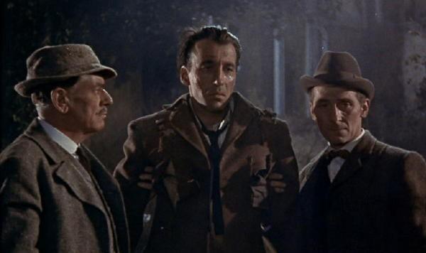 Peter Cushing con Christopher Lee e André Morell in una scena del film La furia dei Baskerville