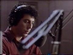 Eric Bogosian in una scena del film Talk Radio di Oliver Stone