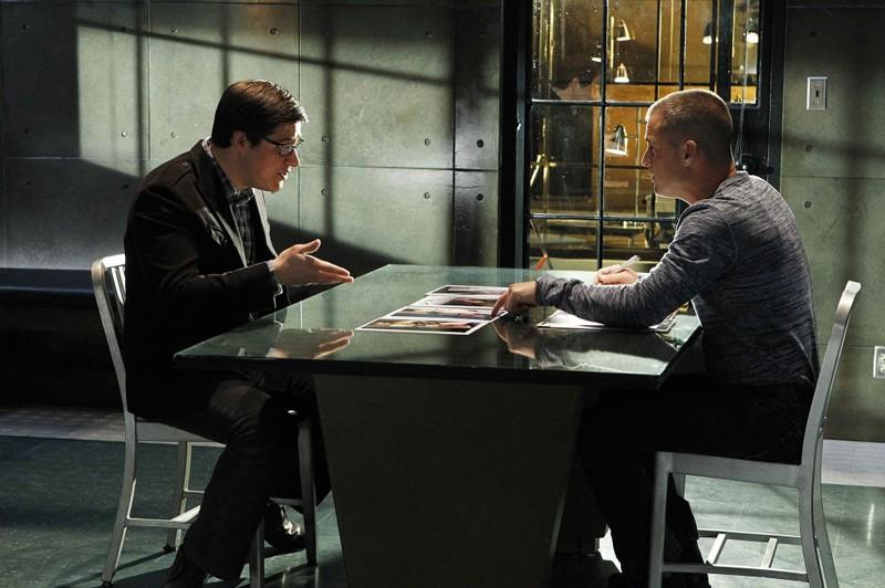 Nick (George Eads) durante un'interrogatorio nell'episodio Man Up di CSI: Scena del crimine