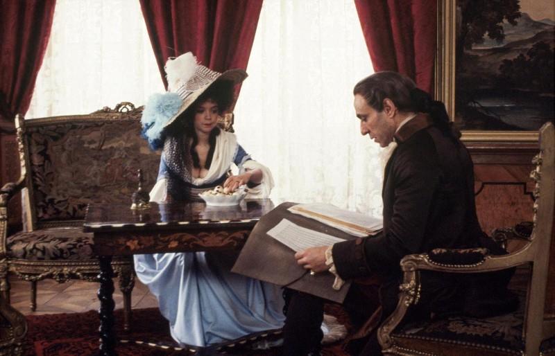 F. Murray Abraham e Elizabeth Berridge in una scena del film Amadeus (1984)