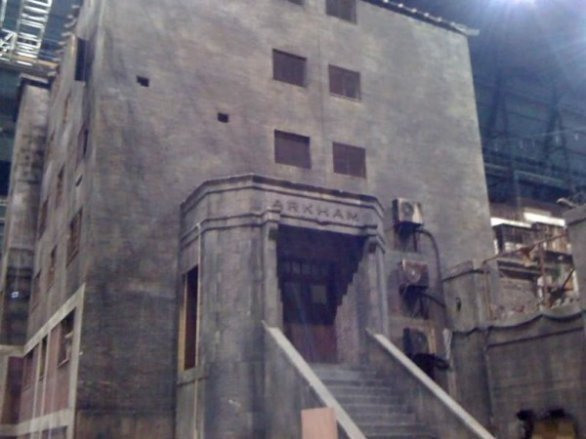 Foto dal set di The Dark Knight Rises: la facciata di Arkham Asylum