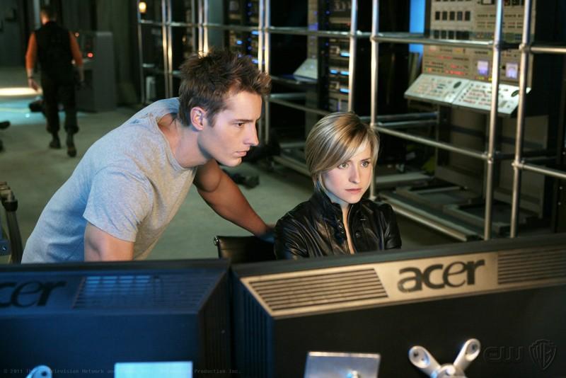 Oliver (Justin Hartley) e Chloe (Allison Mack) a lavoro nell'episodio Collateral di Smallville