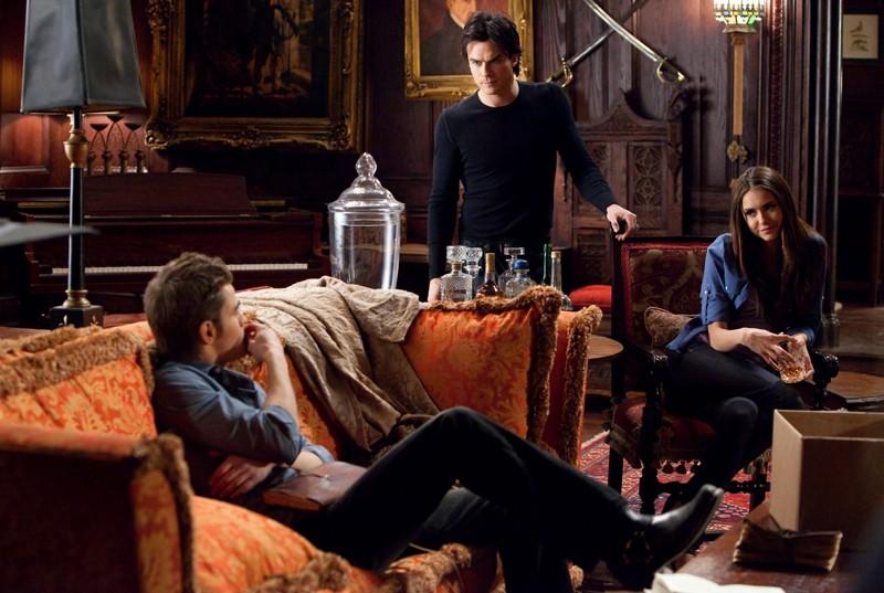 Paul Wesley, Nina Dobrev e Ian Somerhalder in The House Guest di Vampire Diaries
