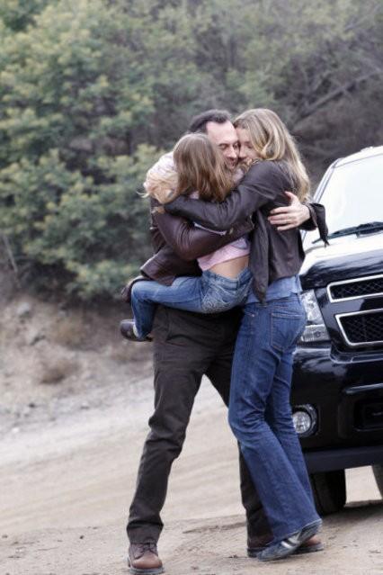Scott Patterson, Anna Clark e Sarah Roemer in una scena dell'episodio And Then There Were More di The Event