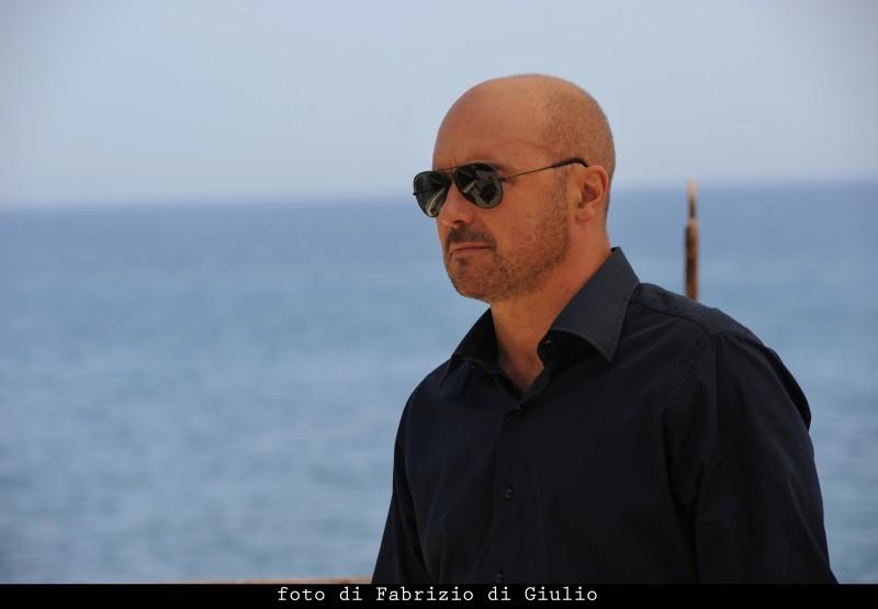 Luca Zingaretti in una scena dell'episodio Il campo del vasaio de Il commissario Montalbano