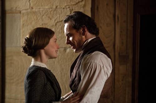 Mia Wasikowska e Michael Fassbender in una scena di Jane Eyre