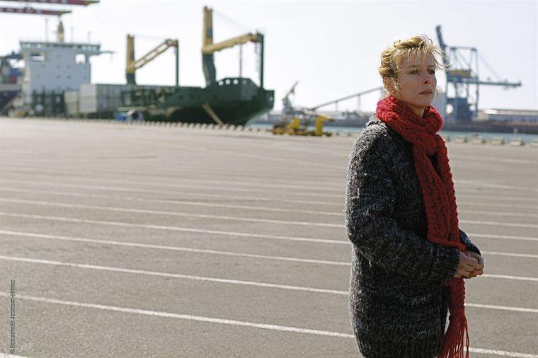 Karin Viard in una scena del film Ma part du gâteau