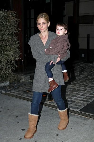 Sarah Michelle Gellar porta con se la figlia Charlotte Grace sul set delle riprese di 'Ringer'