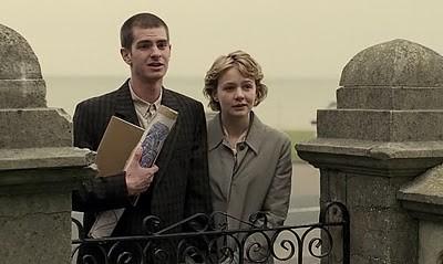 Andrew Garfield e Carey Mulligan insieme nel film Never Let Me Go