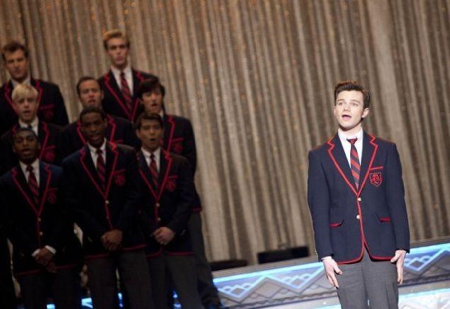 Chris Colfer e il suo Kurt finalmente alle prese con un solo nell'episodio La nostra canzone di Glee