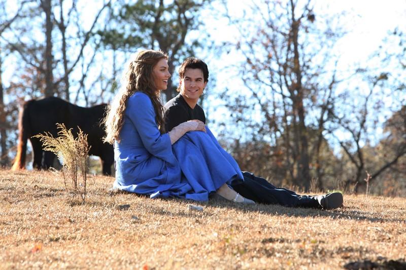 Lauren Cohan e Ian Somerhalder in un momento dell'episodio The Descent di Vampire Diaries