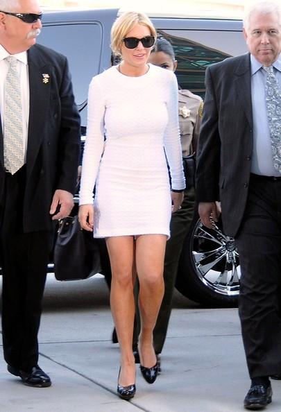 Lindsay Lohan in occasione di un'udienza per l'accusa di furto di un collier da 2500 dollari.