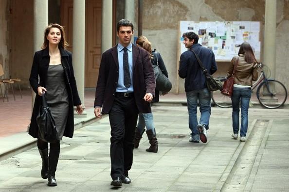 Paola Cortellesi e Luca Argentero, combattivi nella commedia C'è chi dice no