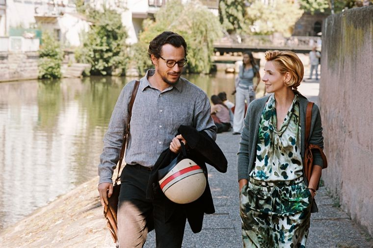 Stefano Accorsi e Clotilde Courau nel film Tous les soleils