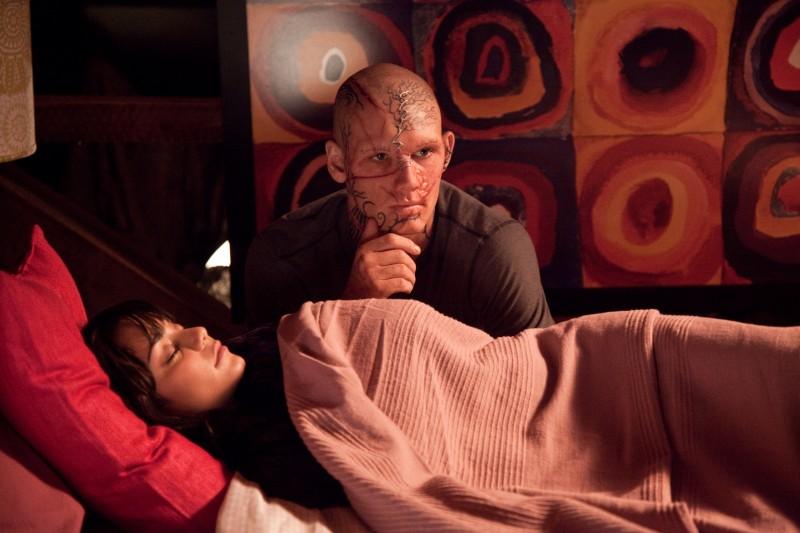 Vanessa Hudgens con Alex Pettyfer in una scena del film Beastly