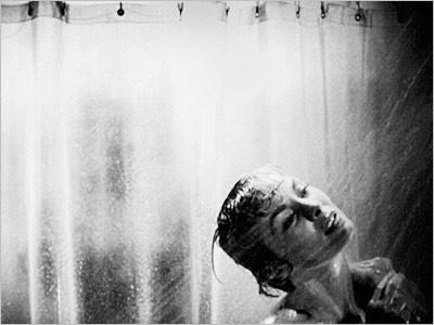Janet Leigh nella celebre sequenza della doccia di Psycho