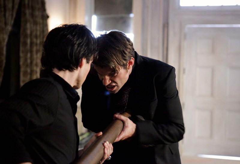 Ian Somerhalder impala Daniel Gillies nell'episodio Rose di Vampire Diaries