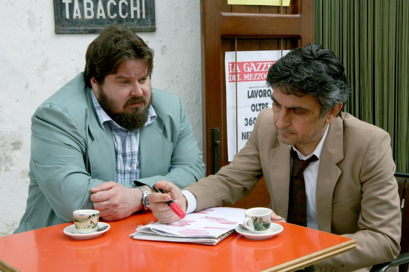 Vincenzo Salemme con Giuseppe Battiston nel film Senza arte né parte, del 2011